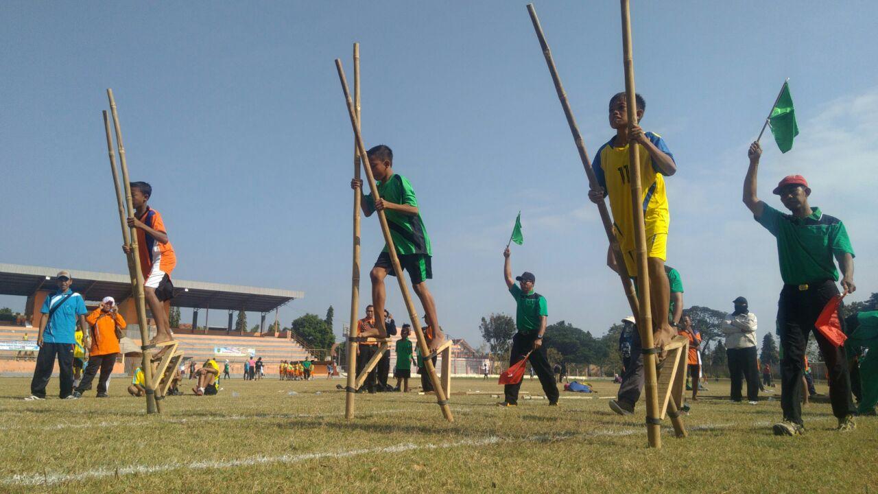 Cara Membuat Egrang Bambu