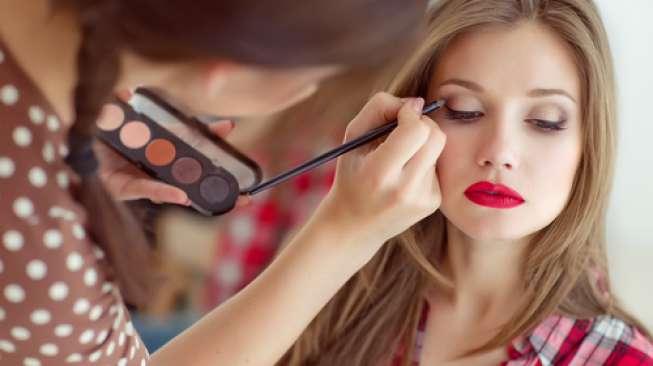 MUA (Makeup Artist)